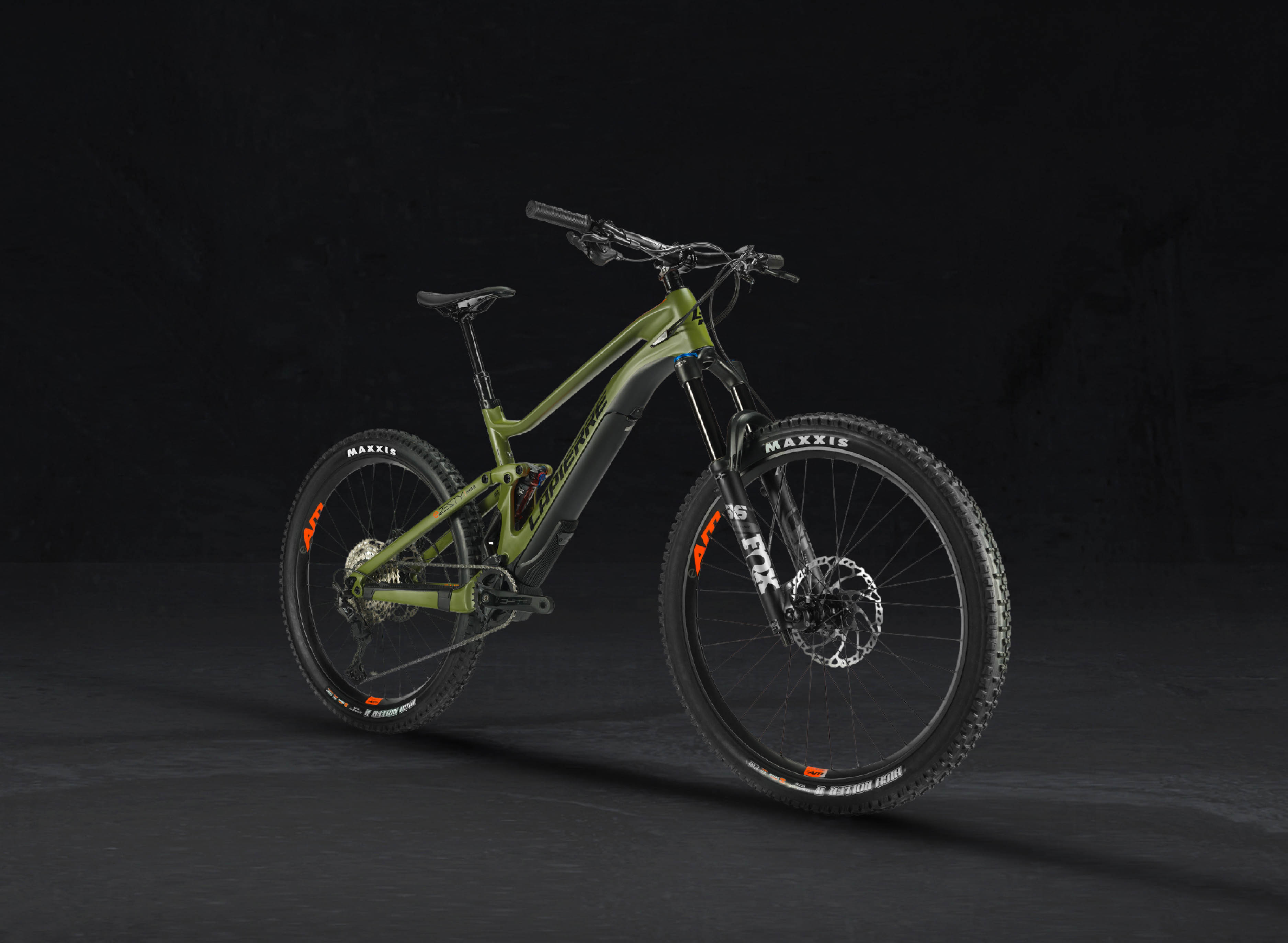 Right side 3/4 view of a Lapierre eZesty AM 9.2 electric mountain bike